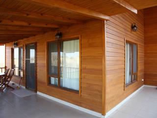 Varandas, alpendres e terraços modernos por Kuloğlu Orman Ürünleri Moderno