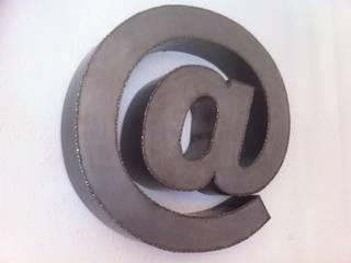 Décoration Arobase métal tôle noire /tole blanche soudure points par points inox..:  de style  par FER et REFER