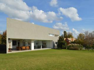 CASA N23: Casas de estilo  por MZM | Maletti Zanel Maletti arquitectos