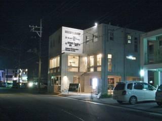 Oficinas y tiendas de estilo moderno de (株)スペースデザイン設計(一級建築士事務所) Moderno
