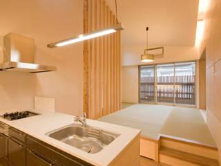 西新井N邸: 株式会社STN建築工房が手掛けたリビングです。