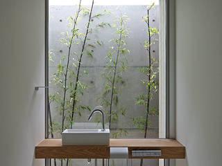 Casas de banho modernas por 空間建築-傳 Moderno
