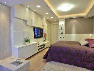 suite do casal moderno e elegante Tania Bertolucci de Souza | Arquitetos Associados Quartos modernos
