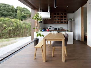 開放的なキッチン: 松本匡弘建築設計事務所が手掛けたキッチンです。