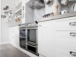 Kitchen: classic Kitchen by William Gaze Ltd