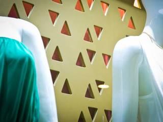 Peligrosa Agustina: Espacios comerciales de estilo  por Vulca Studio
