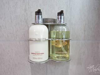 Soap Dispenser من Lisa Melvin Design حداثي