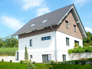 Classic style houses by esendo GmbH - massiv aus holz & lehm Classic