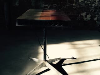 Kraftwerk Side Table:   von Kerti