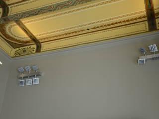 Particolare soffitto affrescato:  in stile  di graziella bloccari architetto
