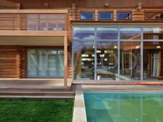 NEWOOD - Современные деревянные дома Balcones y terrazas de estilo clásico