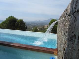 Fuente y piscina: Piscinas de estilo  de Equipo Digitalarq, S.L.