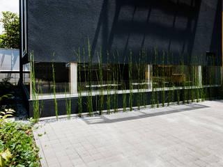 Jardines de estilo moderno de 藤田大海建築設計事務所