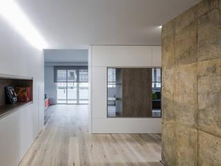 amBau Gestion y Proyectos Pasillos, vestíbulos y escaleras de estilo minimalista