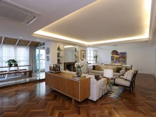 Modern living room by Renata Romeiro Interiores Modern