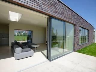 FAMILY HOUSE IN OŘECH,CZECH REPUBLIC minimalist style balcony, porch & terrace by MARKÉTA CAJTHAMLOVÁ, ARCHITEKTONICKÁ PROJEKČNÍ KANCELÁŘ Minimalist