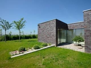 FAMILY HOUSE IN OŘECH,CZECH REPUBLIC Minimalist style garden by MARKÉTA CAJTHAMLOVÁ, ARCHITEKTONICKÁ PROJEKČNÍ KANCELÁŘ Minimalist