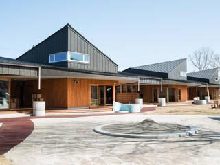 しゃらこども園 北欧風学校 の u.h architects 北欧