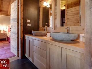 Salle de bain rustique par Bosc Vej s.r.l. Rustique