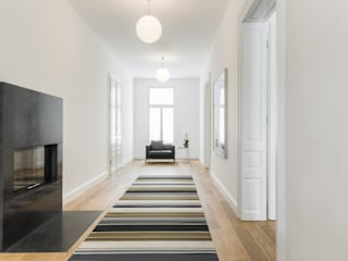 Classic style corridor, hallway and stairs by Serda Classic
