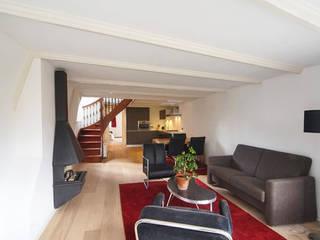 woonkamer:  Woonkamer door BALD architecture