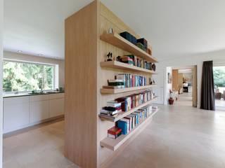 de estilo  por Suzanne de Kanter Architectuur & Interieur , Moderno