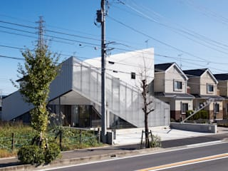 N獣医の家/なかたに動物病院|Veterinarian N House / Nakatani animal clinic モダンな商業空間 の atelier CHOCOLATE モダン