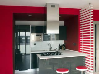 Ristrutturazione di appartamento: Cucina in stile  di Archisign