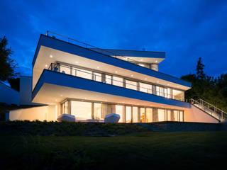 Hangvilla in moderner Architektur Moderne Häuser von homify Modern