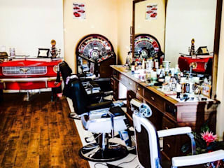 The Barber's Shop: Negozi & Locali commerciali in stile  di AMN studio