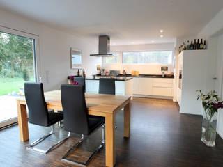 Offener Koch- und Essbereich: moderne Esszimmer von Architektur Jansen