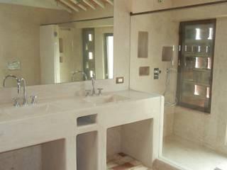 Mediterranean style bathrooms by Tadelakt keloe Mediterranean