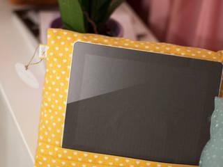 Coussin tablette: Espaces commerciaux de style  par happyhand