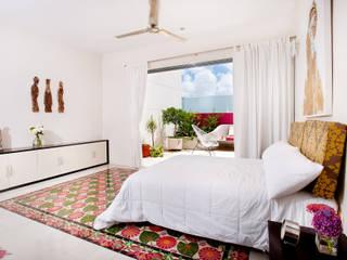 Modern style bedroom by Taller Estilo Arquitectura Modern