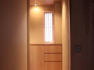 牟礼町の家 モダンスタイルの 玄関&廊下&階段 の 一級建築士事務所 CAVOK Architects モダン