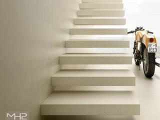 3D rendering | particolare motorbike store: Negozi & Locali commerciali in stile  di MHP media | 3D Rendering