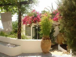 Casas de estilo mediterráneo de Studio di Architettura Manuela Zecca Mediterráneo