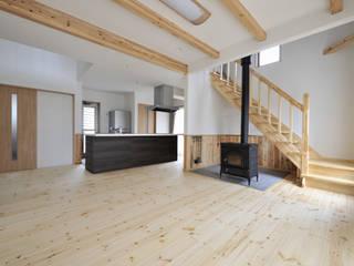 神石高原の家: ATELIER IDEAが手掛けたリビングです。