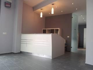 """UFFICIO - """"funzione trasparente"""": Cliniche in stile  di S&P Bottega di Architettura"""