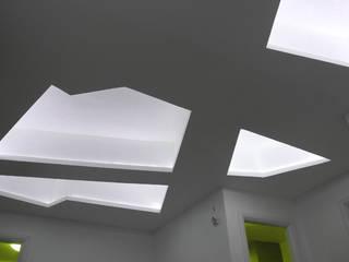"""UFFICIO - """"luce e forma"""": Cliniche in stile  di S&P Bottega di Architettura"""
