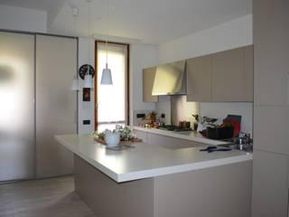 Cucina zona operativa: Cucina in stile  di Archistudio Ni.Ro