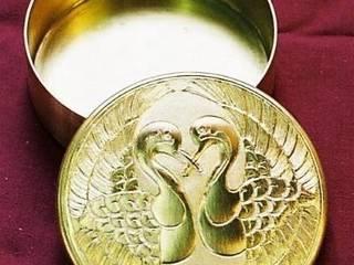 Boite ciselee a motifs oiseaux ref. 0001:  de style  par Pierre BIAU Bronzier d'Art