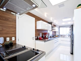 Kitchen by Cavalcante Ferraz Arquitetura / Design , Modern