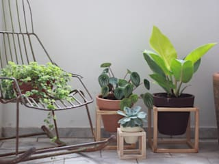 SUPORTE DE MADEIRA + Vaso de cerâmica por Pomelo Minimalista