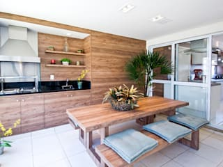 Cavalcante Ferraz Arquitetura / Design Balkon, Beranda & Teras Modern