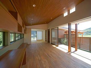 Salas / recibidores de estilo  por 株式会社プラスディー設計室, Ecléctico