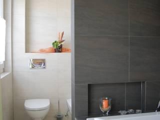 Baños de estilo  de WUNSCHhaus - die innovative Wohnbau GmbH, Clásico