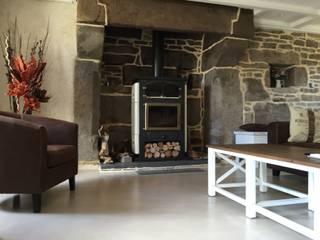 beton cire : Salle à manger de style de style Industriel par Atelier des sols