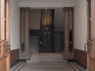 3C+M architettura Pasillos, vestíbulos y escaleras de estilo clásico