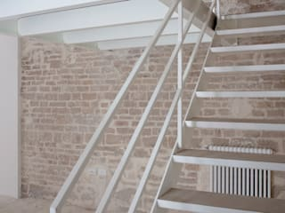 CASA TORRE 3C+M architettura Ingresso, Corridoio & Scale in stile minimalista